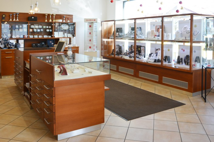 Juwelier adoro, Altenfelden, Bezirk Rohrbach. Schmuck, RInge, Uhren