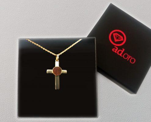 Juwelier adoro fertigt individuelle Goldkreuze