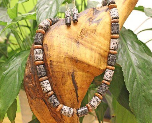 Granithalsbänder bei Juwelier adoro im Bezirk Rohrbach
