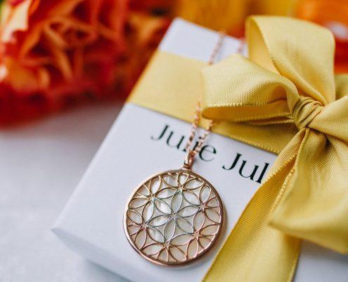 Julie Julsen Anhänger Blume des Lebens Juwelier adoro